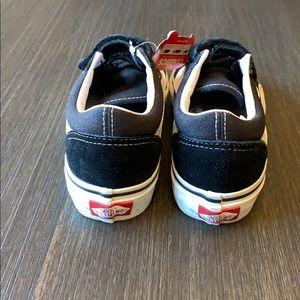 """Vans Shoes - NWT ~ Black Vans """"Old Skool V"""" ~ Kids size  1.5"""
